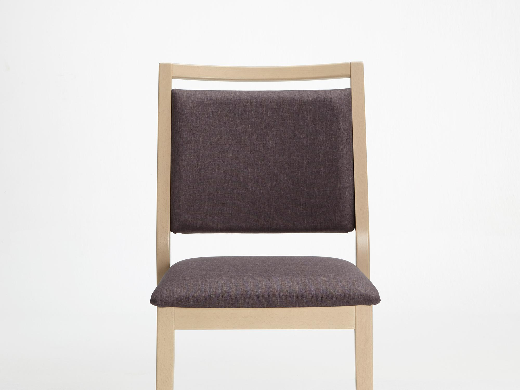 The Mavo model as a stackable chair without armrests