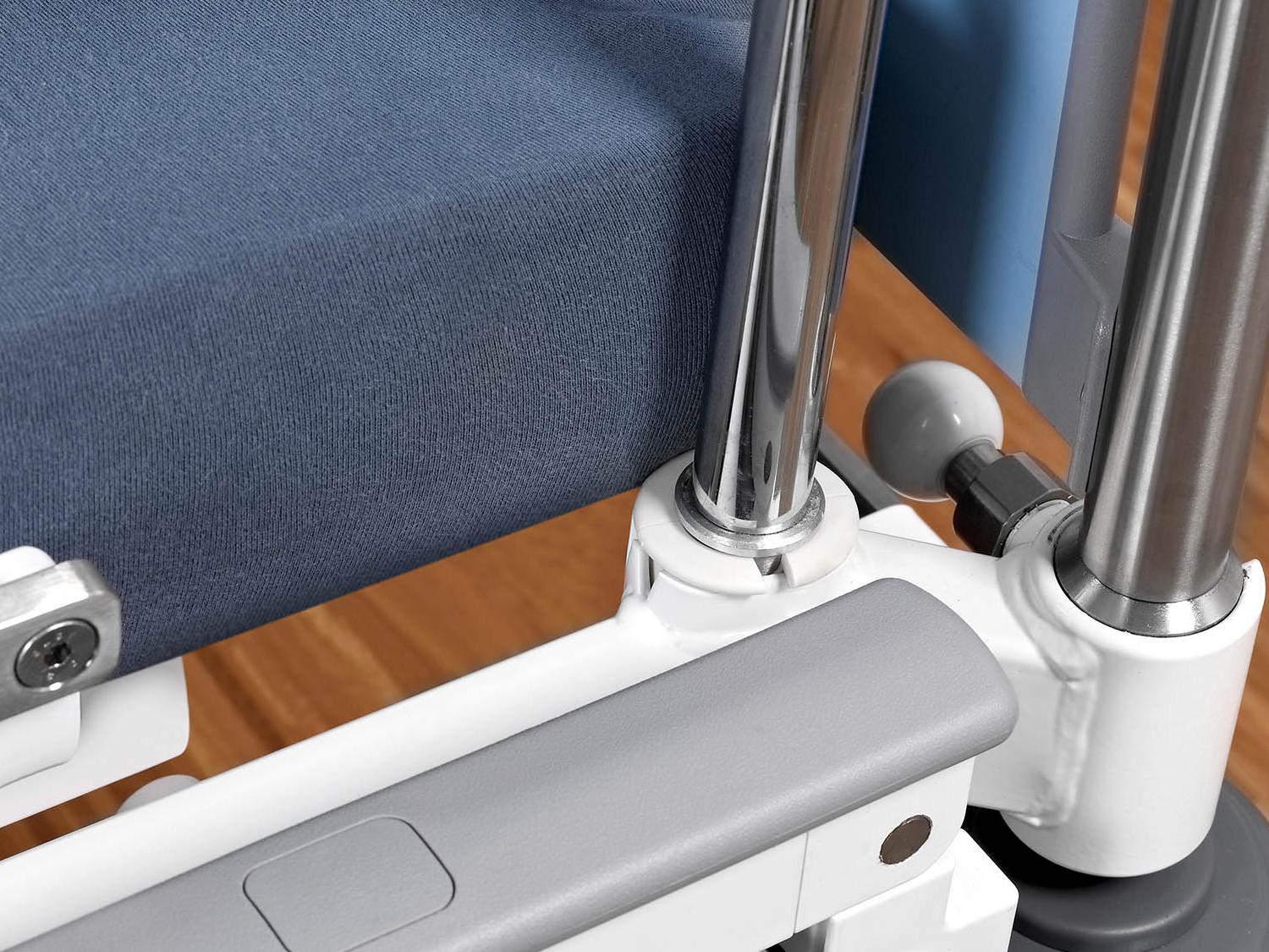 Adapter sleeves for infusion stands on the Sicuro pesa intensive care bed