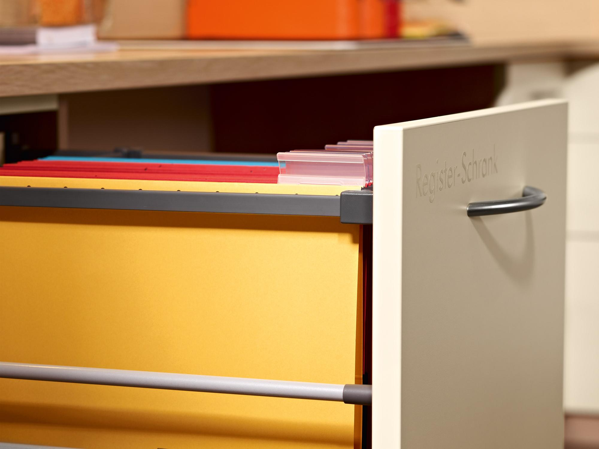 Flexible storage space in the contract furniture
