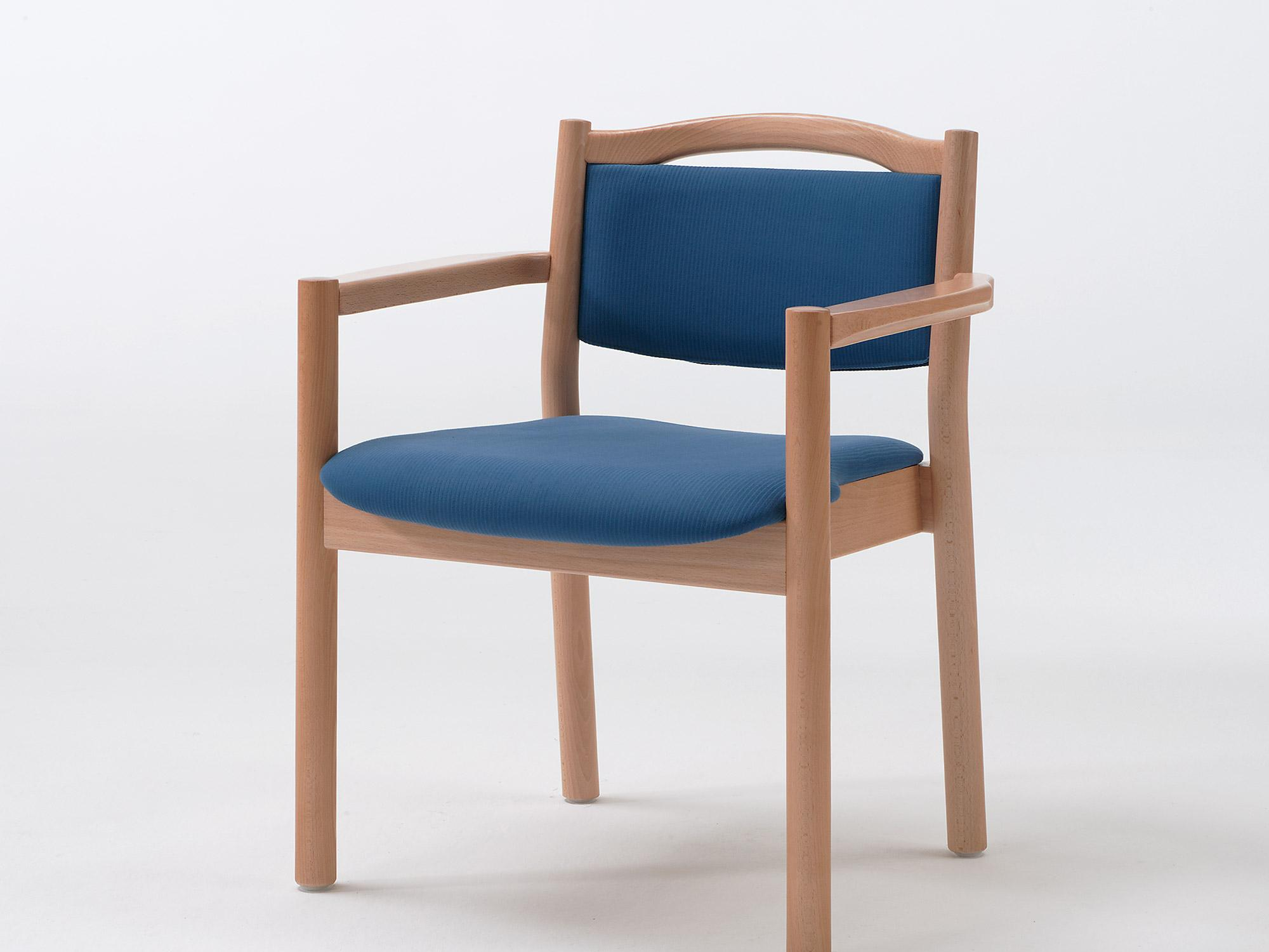 The Primo as a stacking armchair with handle