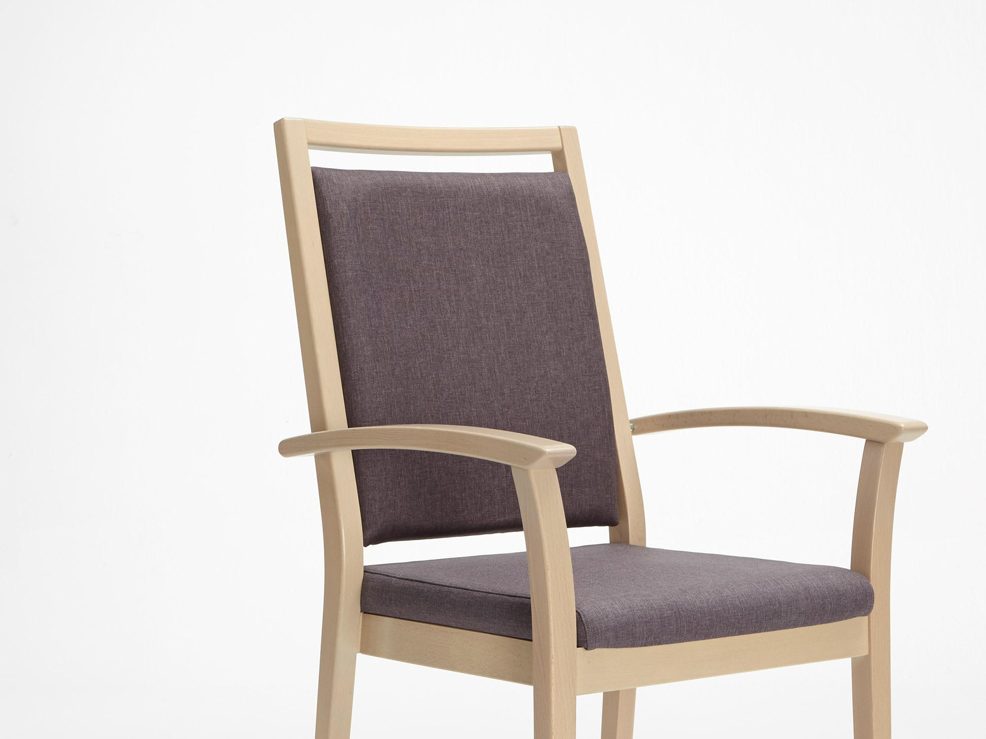 The Mavo model as a high-back chair