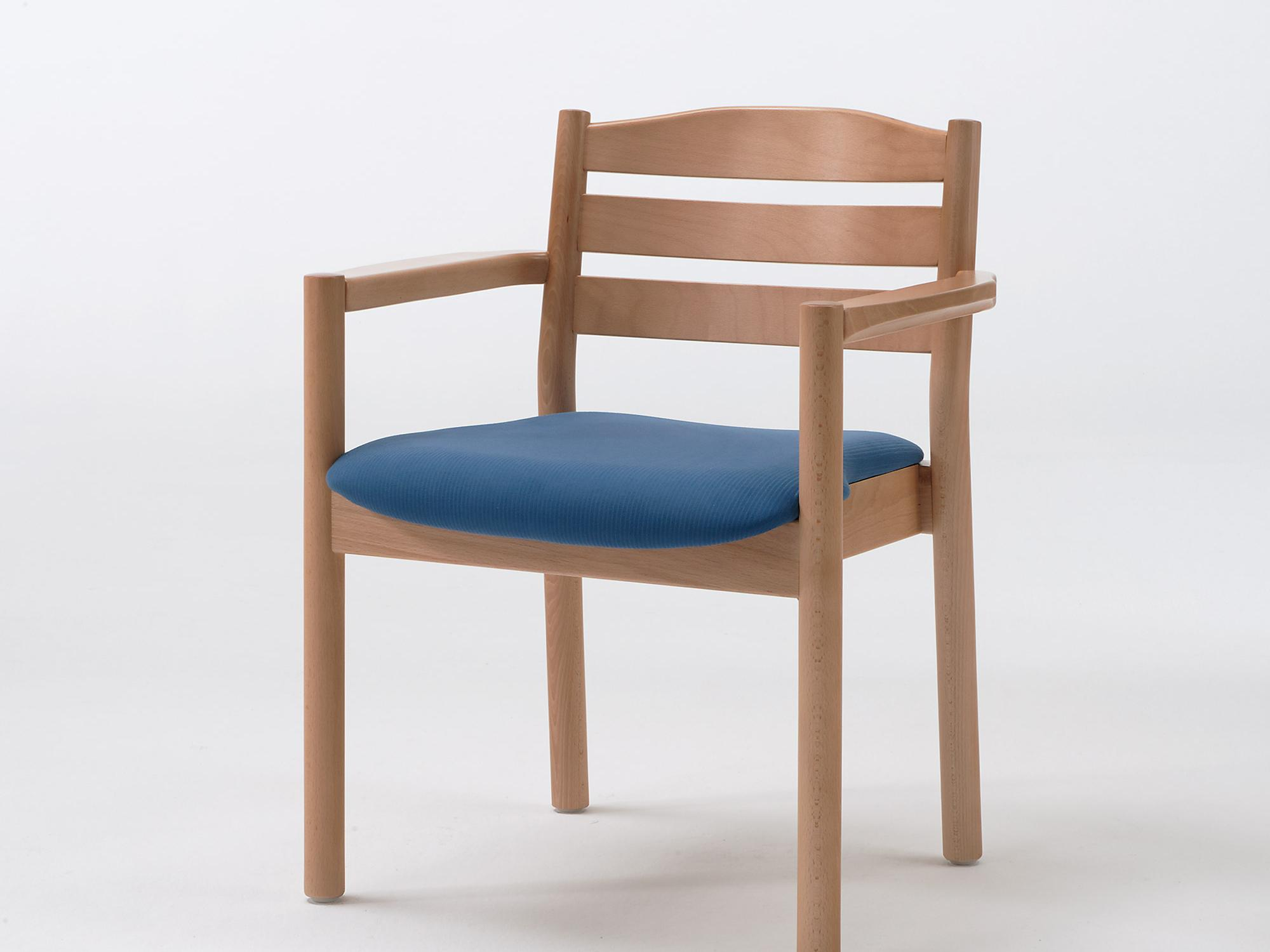 The Primo model as a stacking armchair with non-upholstered back