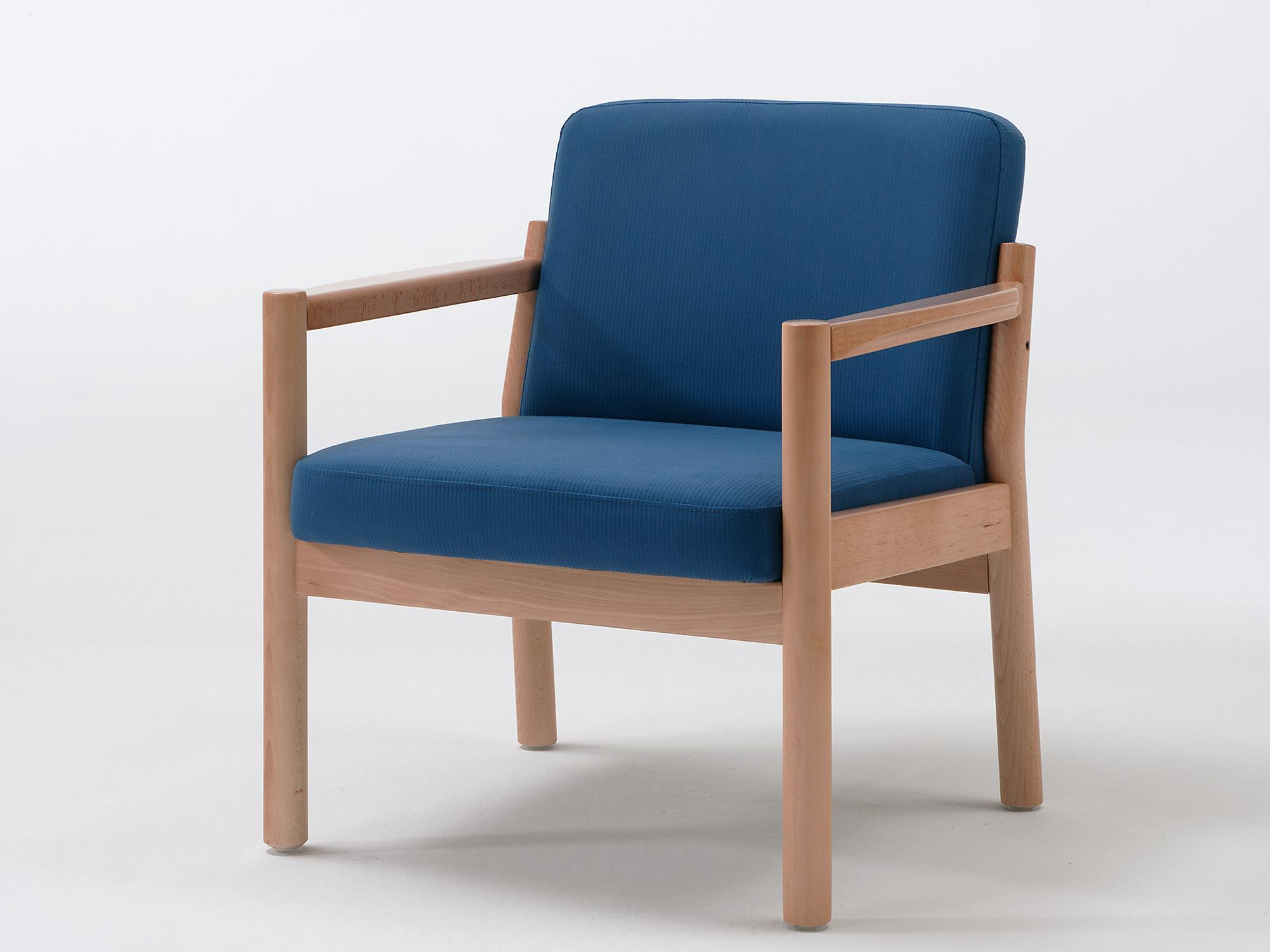 The Primo model as an easy chair with armrests