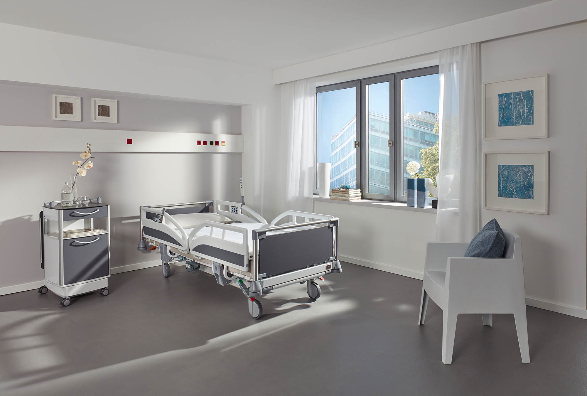 The elegant Stelo head and footboard on the Evario hospital bed