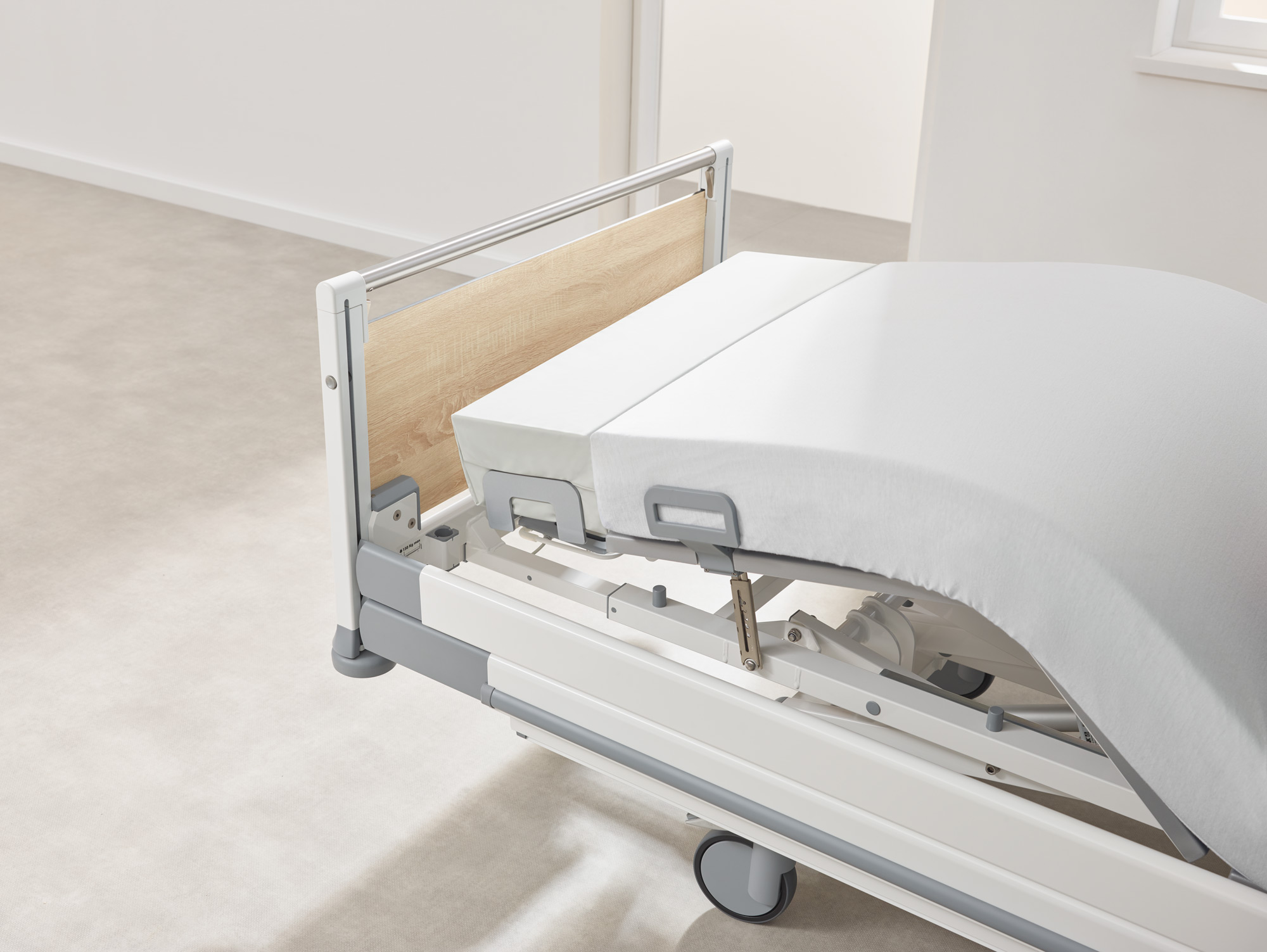 Optional extension of the lower leg rest on the Seta pro hospital bed