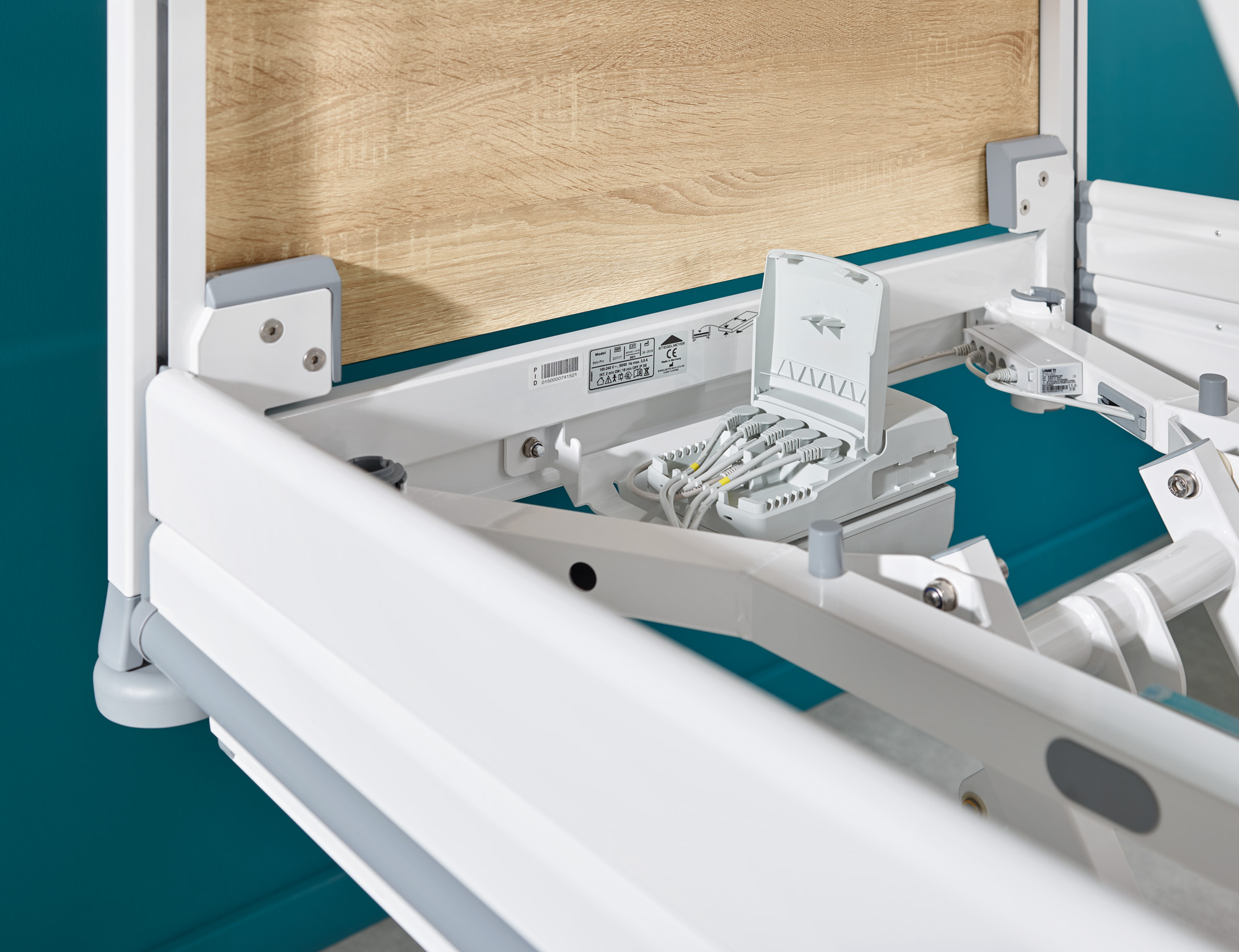 The easily accessible control of the Seta pro hospital bed