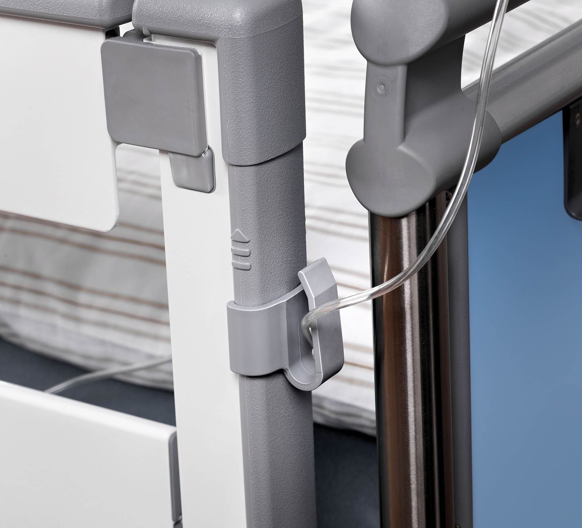 Drainage tube holder on the Sicuro pesa intensive care bed