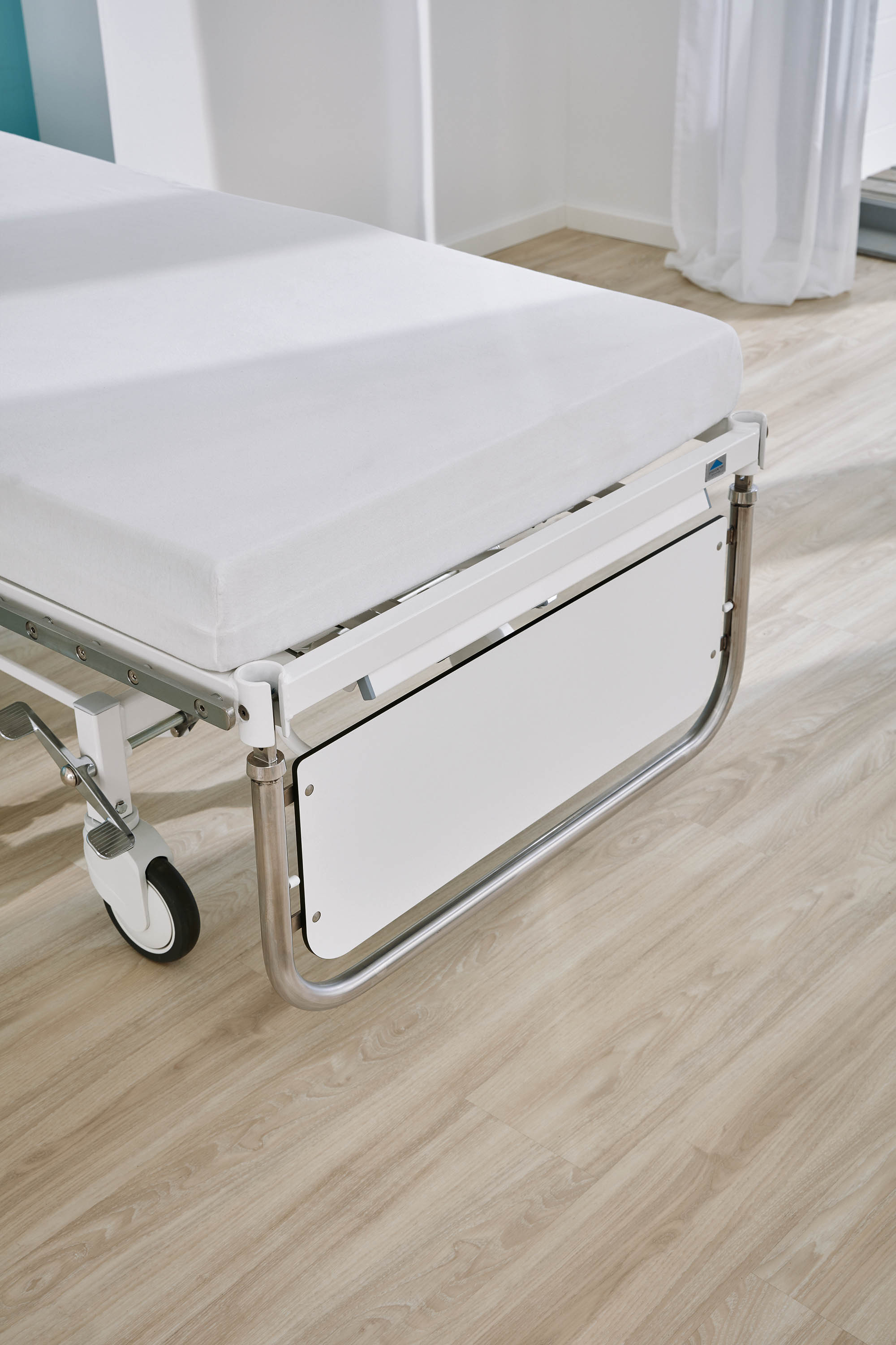 The optional fold-down footboard of the Vivendo pro hospital bed
