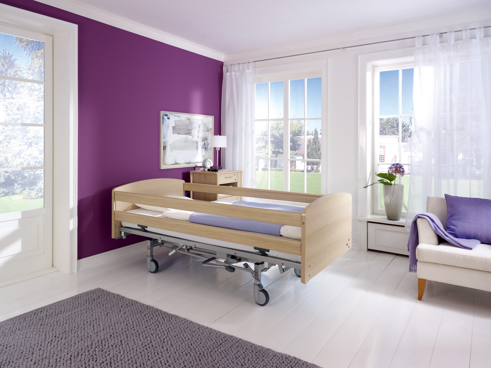 Full-length safety side on the Classiko care bed