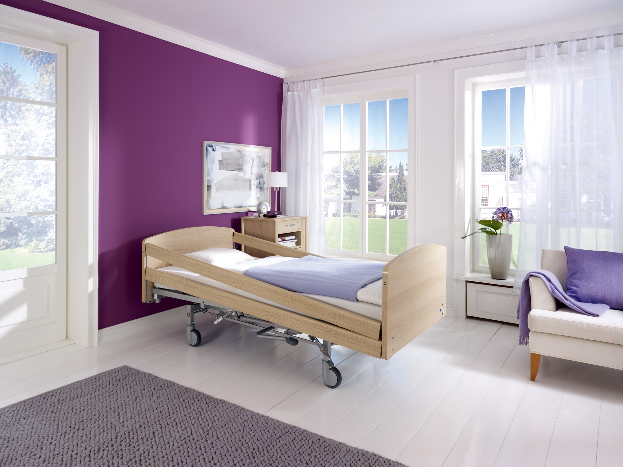 Diagonally raised safety side on the Classiko care bed