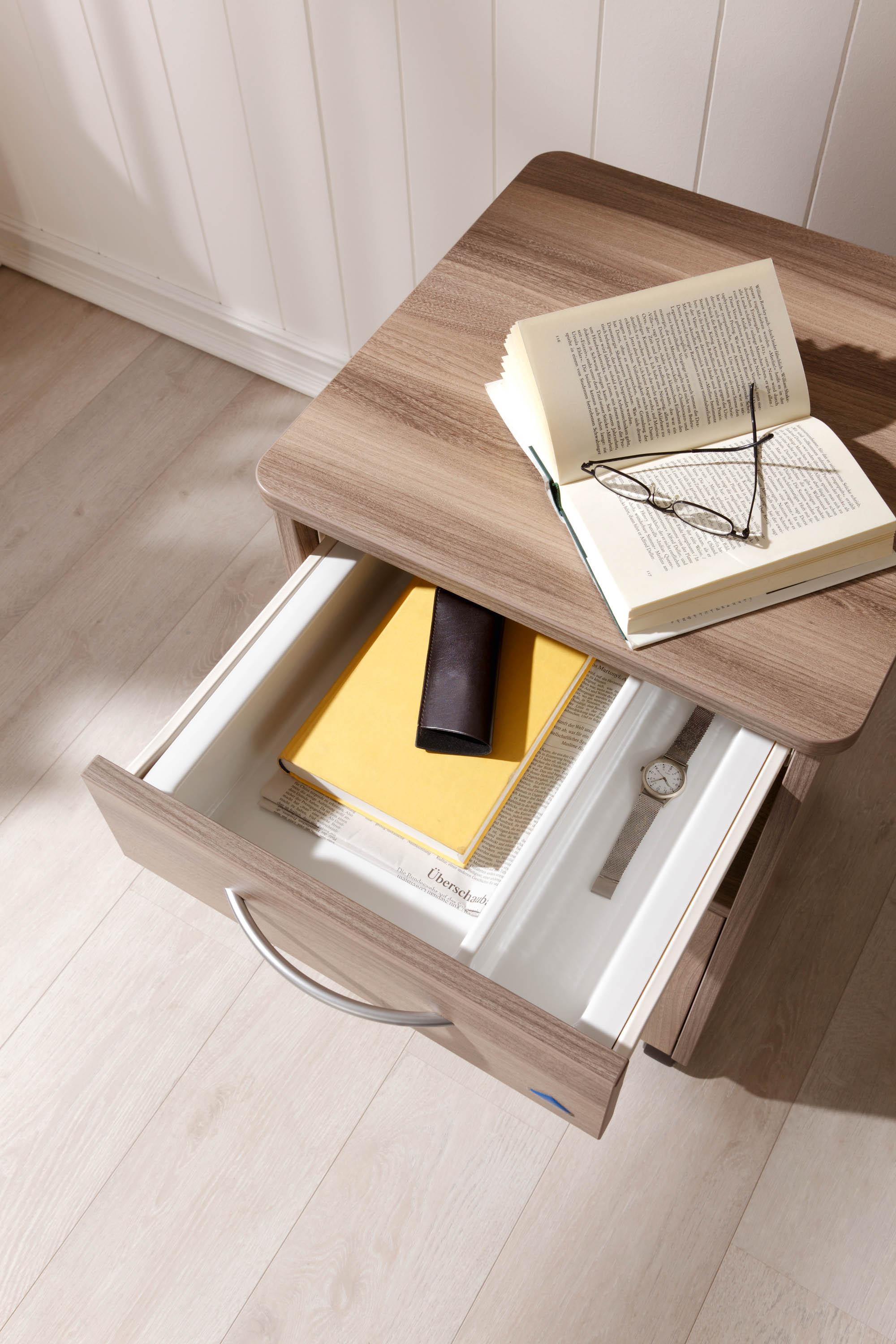 Roller-guided drawers on the Combino bedside cabinet